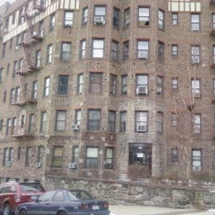 Rent this 3 bed condo on 768 Brady Avenue in New York, NY 10462
