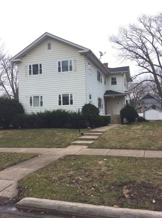 Rent this 1 bed townhouse on 632 North Center Street in Naperville, IL 60563
