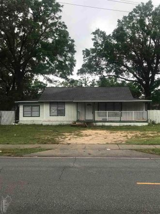 Rent this 3 bed house on 4024 West Jackson Street in Pensacola, FL 32505