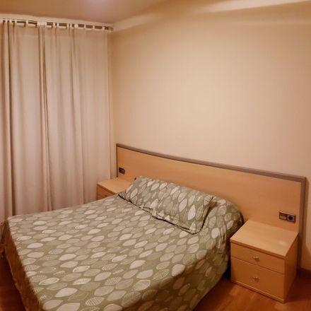 Rent this 3 bed room on Carrer de la Mina de la Ciutat in Barcelona, España