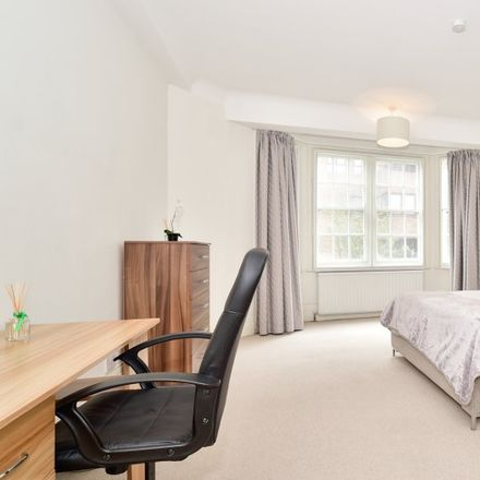Rent this 7 bed apartment on London NW8 7NE