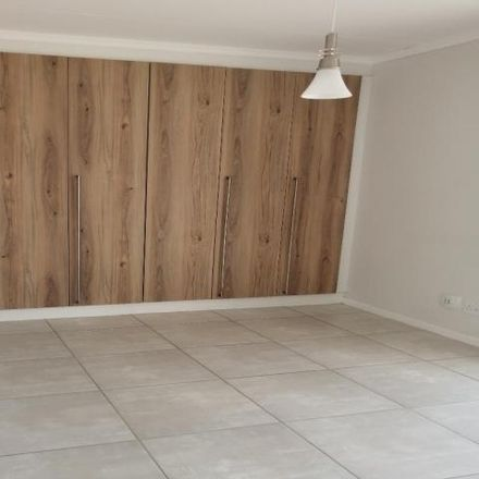 Rent this 1 bed apartment on Whisken Avenue in Crowthorne, Gauteng