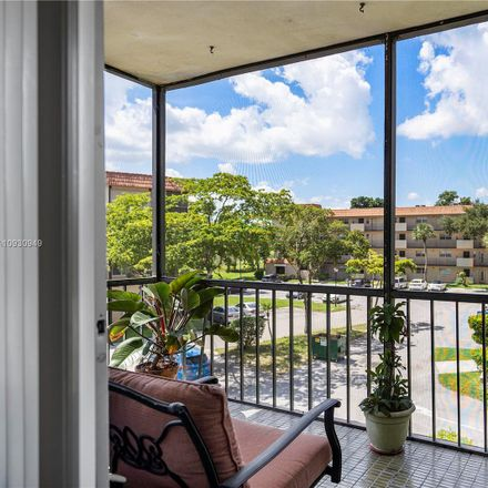Rent this 2 bed condo on S Falls Circle Dr in Fort Lauderdale, FL