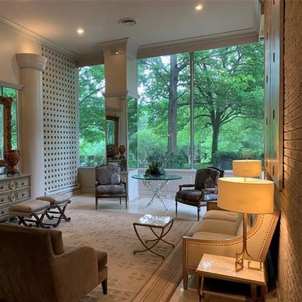 Rent this 1 bed condo on Turtle Creek Boulevard in Dallas, TX 75219