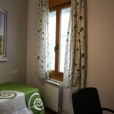 Rent this 4 bed room on Rúa de Alfonso XIII in 36201 Vigo, Pontevedra