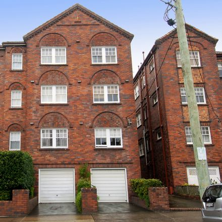 Rent this 2 bed apartment on 17/27 Prince  Street
