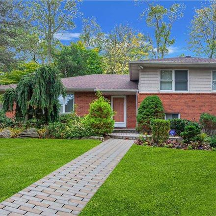 Rent this 4 bed apartment on 10 Swan Ct in Huntington, NY