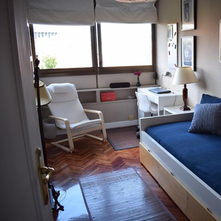 Rent this 4 bed room on Calle del Arte in 1, 28001 Madrid