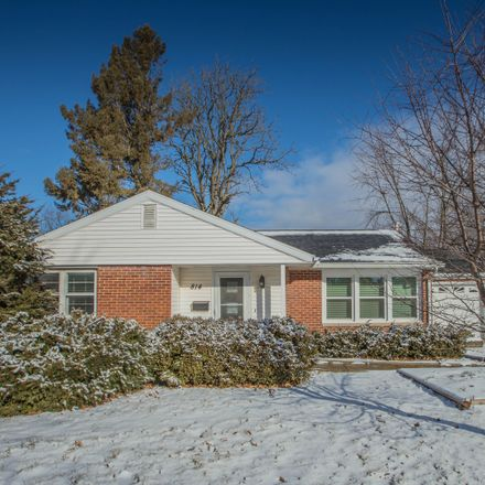 Rent this 3 bed house on 814 East Elm Street in Bloomington, IL 61701