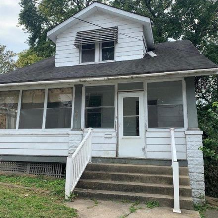 Rent this 3 bed house on 927 East 7th Street in Alton, IL 62002