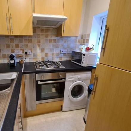 Rent this 1 bed apartment on Jewsons in Cove Road, Rushmoor GU14 0ES
