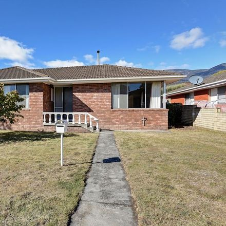 Rent this 3 bed house on 11 Sanders Street