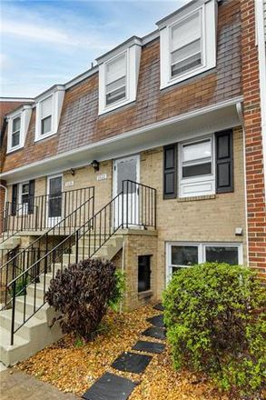 Rent this 2 bed condo on 1522 Presidential Drive in Stonewall Manor, VA 23228