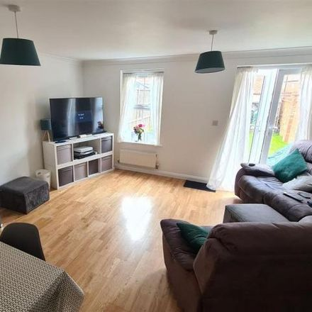 Rent this 3 bed house on Firecrest Way in Fairford Leys HP19 7HD, United Kingdom