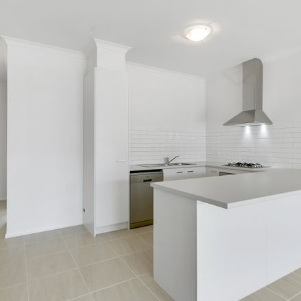 Rent this 4 bed townhouse on 32 Berrybank Terrace