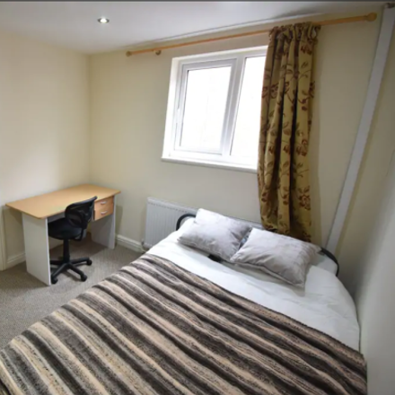 Rent this 5 bed apartment on Blue Mango in 76 Albany Road, Coventry CV5 6JU