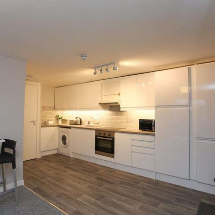Rent this 5 bed room on University Hall Student Village in Lea Road, Luton LU1 3GG