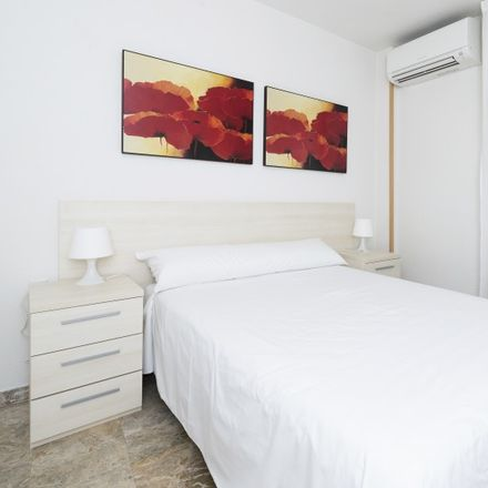 Rent this 1 bed apartment on Calle Desagüe del Canal in 28001 Madrid, Spain