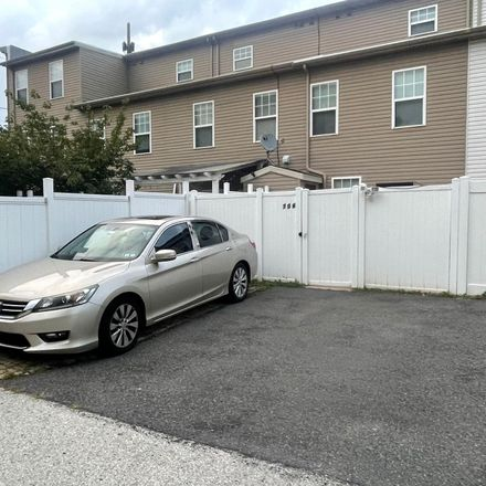 Rent this 3 bed townhouse on 706 South 13th Street in Philadelphia, PA 19147