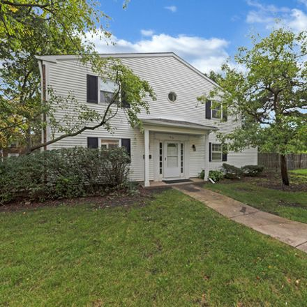 Rent this 3 bed townhouse on 814 Bishop Court in Schaumburg, IL 60194