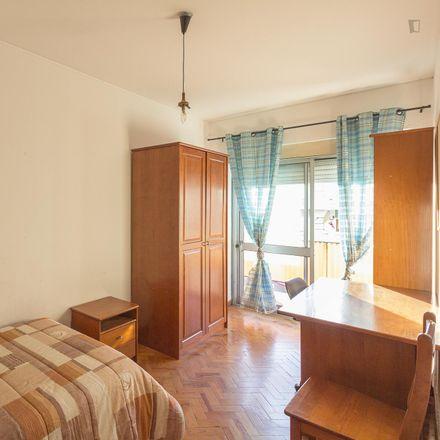 Rent this 4 bed room on Rua Mouzinho de Albuquerque in 3030-049 Santo António dos Olivais, Portugal