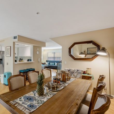 Rent this 2 bed townhouse on 322 South Mentor Avenue in Pasadena, CA 91106