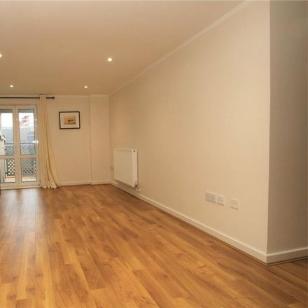 Rent this 2 bed apartment on The Pinnacle in King's Road, Reading RG1 4LZ