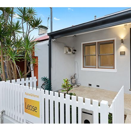 Rent this 3 bed house on 15 Excelsior Street