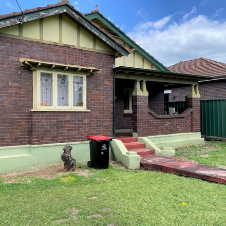 Rent this 2 bed house on 32 Cambridge Ave