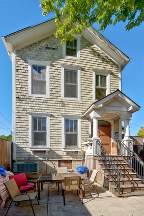 Rent this 1 bed townhouse on 1028-1030 West Wolfram Street in Chicago, IL 60657