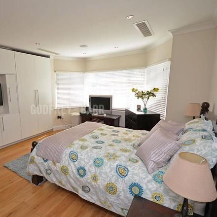 Rent this 6 bed house on Creighton Avenue in London N10 1NU, United Kingdom