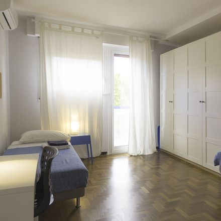 Rent this 3 bed room on Bar Quadrani in Viale di Trastevere, 110