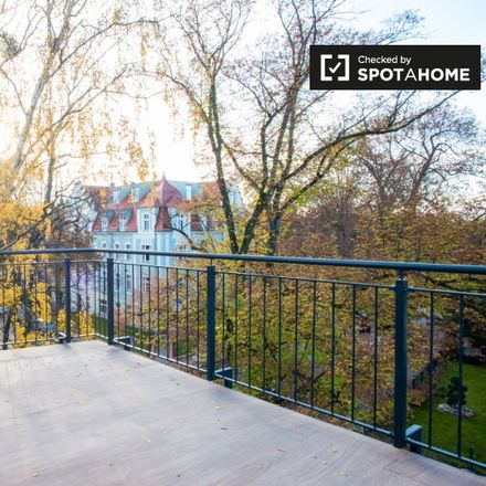 Rent this 3 bed apartment on Hildburghauser Straße 193 in 12209 Berlin, Germany