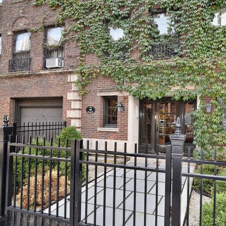 Rent this 2 bed condo on 559-561 West Roscoe Street in Chicago, IL 60657