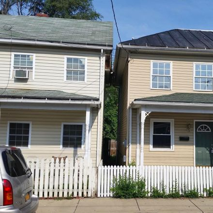 Rent this 2 bed townhouse on Highland Ave in Winchester, VA