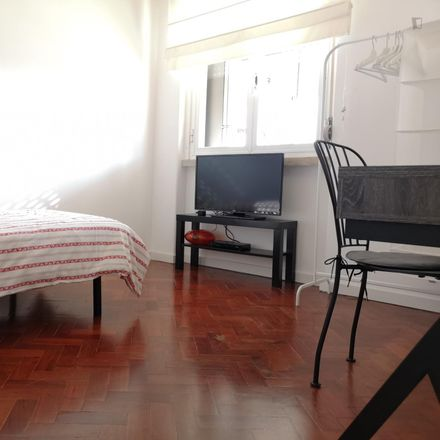 Rent this 4 bed room on altLab - Lisbon's Hackerspace in Rua Damasceno Monteiro, 1170-221 LISBOA São Vicente