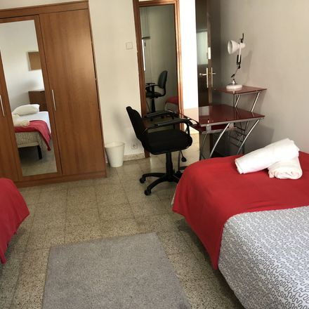 Rent this 4 bed room on Carrer dels Enamorats in 70, 08013 Barcelona