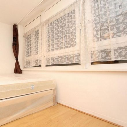 Rent this 5 bed room on Yarrow House in 1-14 Ballin Court, London E14 3JP