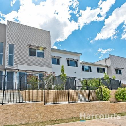 Rent this 3 bed townhouse on 7/9 Bowen Street