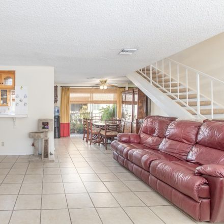 Rent this 2 bed townhouse on 1910 Grismer Avenue in Burbank, CA 91504