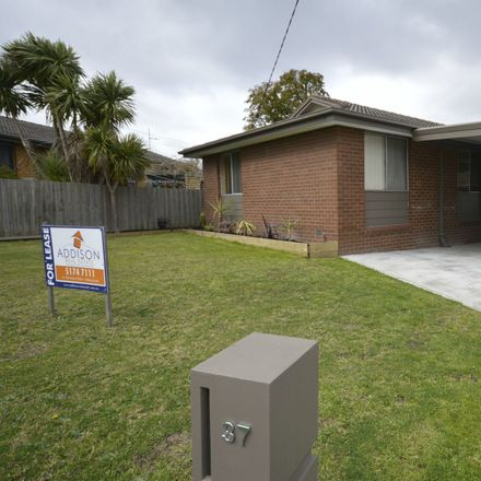 Rent this 3 bed house on 37 Murphy Crescent