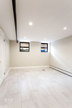 Rent this 3 bed townhouse on 322 East 91st Street in New York, NY 11212
