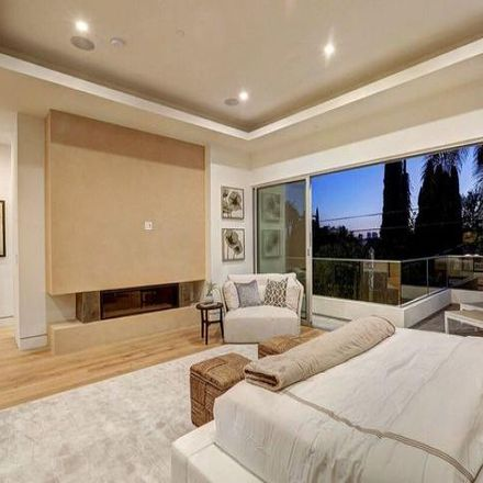 Rent this 5 bed house on 645 North Gardner Street in Los Angeles, CA 90036