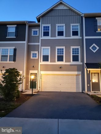 Rent this 4 bed townhouse on Stephenson