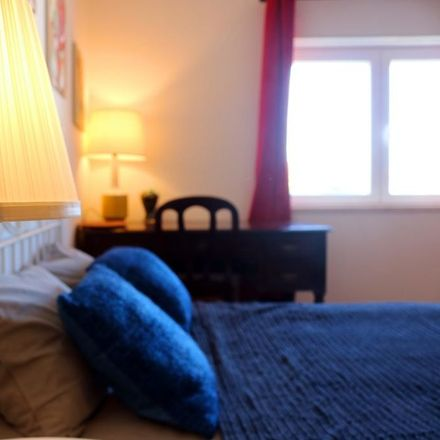 Rent this 9 bed room on R. Roseiral 95 in 2750-261 Cascais, Portugal