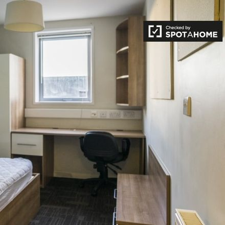 Rent this 1 bed apartment on Bloomfield Court in Manor Gardens, London N7 6EY