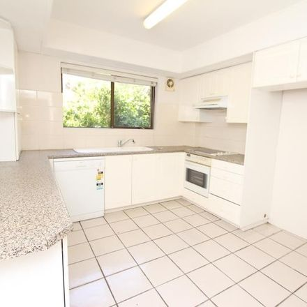 Rent this 3 bed apartment on 3/2 Liverpool Street