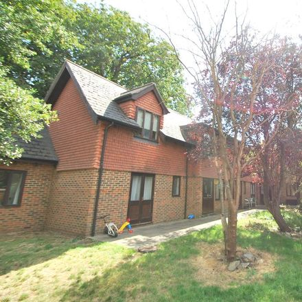 Rent this 1 bed apartment on London Road in Medivet Customer Car Park, Reading RG1 5AS