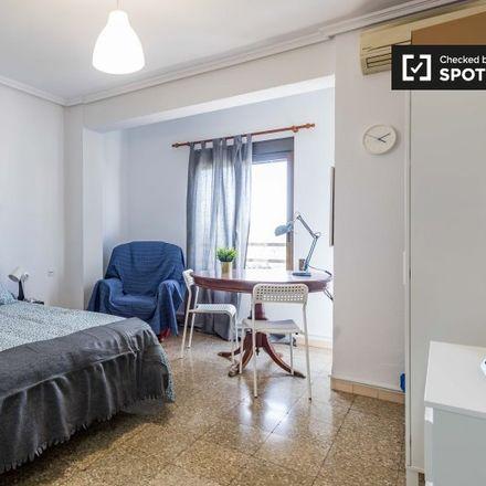 Rent this 5 bed apartment on Hospital Universitari Doctor Peset in Avinguda de Gaspar Aguilar, 90