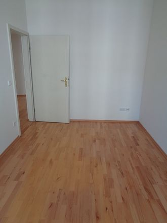 Rent this 2 bed apartment on Meuselwitzer Straße 38 in 07545 Gera, Germany